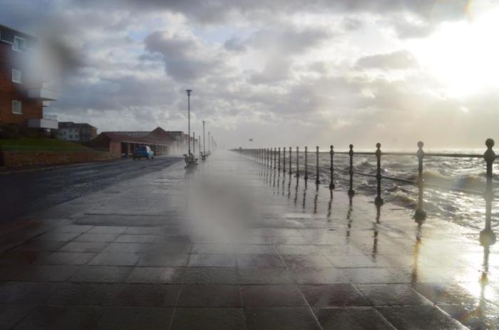 Storm Clodagh batters West Kirby promenade
