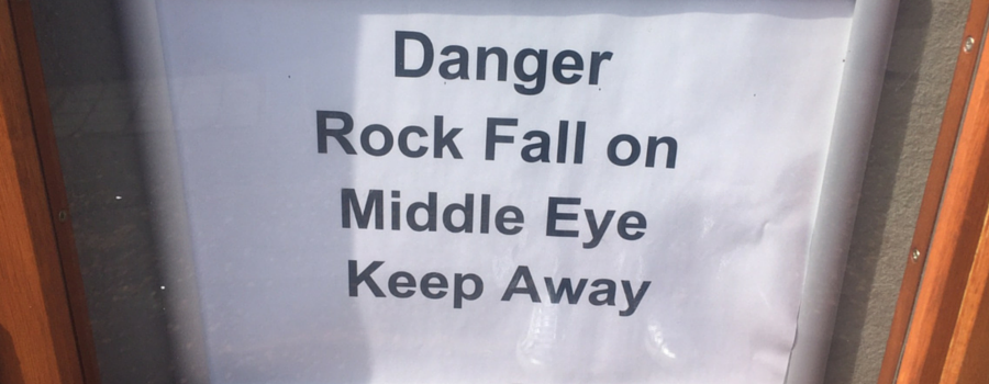 Rock fall sign for Middle Eye