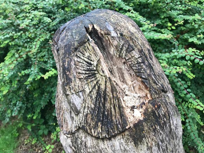 Damaged owl sculpture in Ashton Park