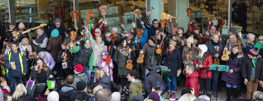 Local musicians join ukulele 'megabusk'