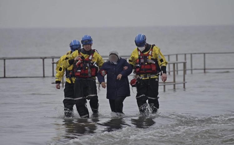 Marine Lake path walkers rescued by coastguard