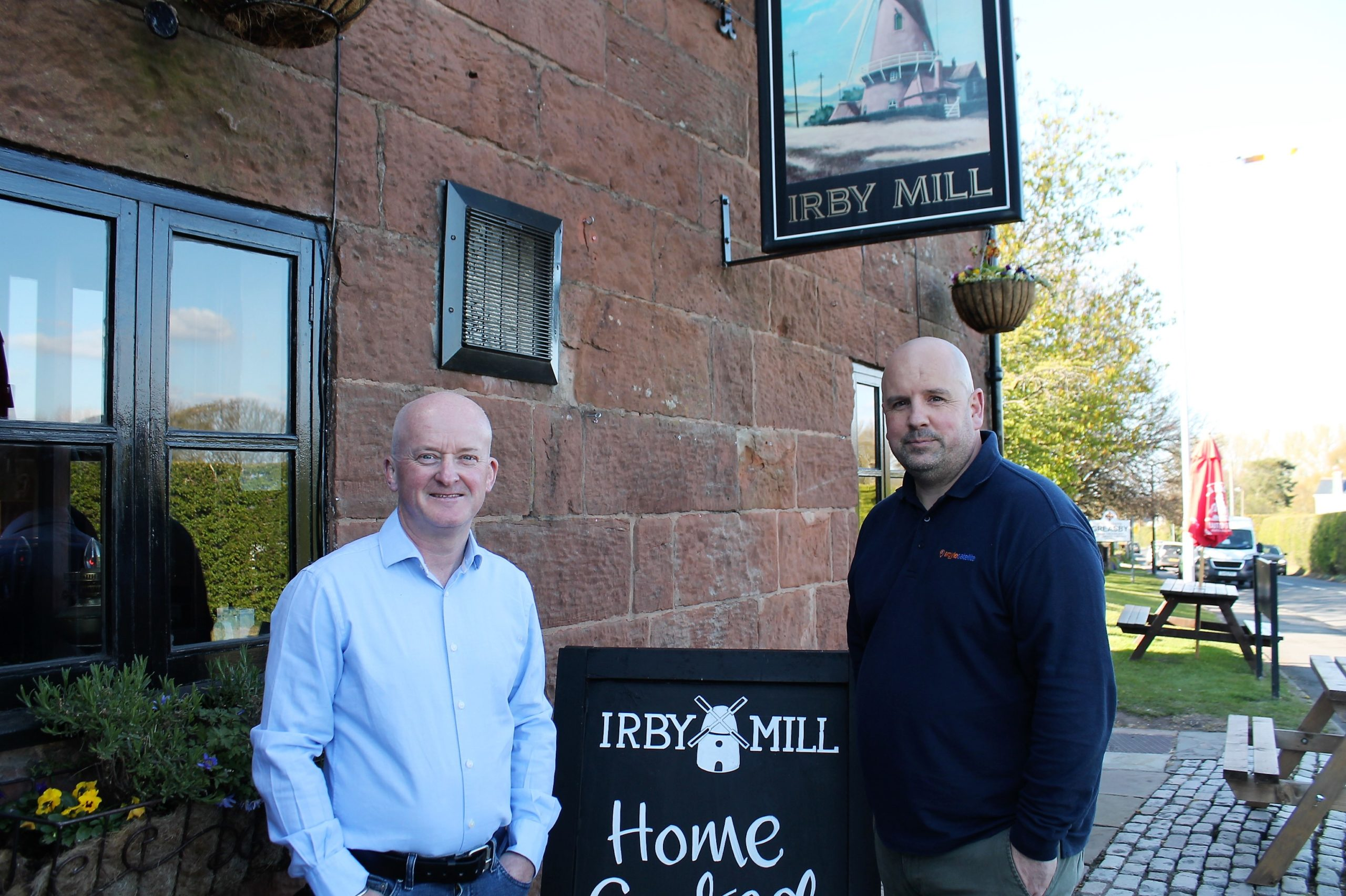 Dave Otter, Mimu, and Danny McLeod, Argyle Satellite Taxis at Mimu venue, The Irby Mill