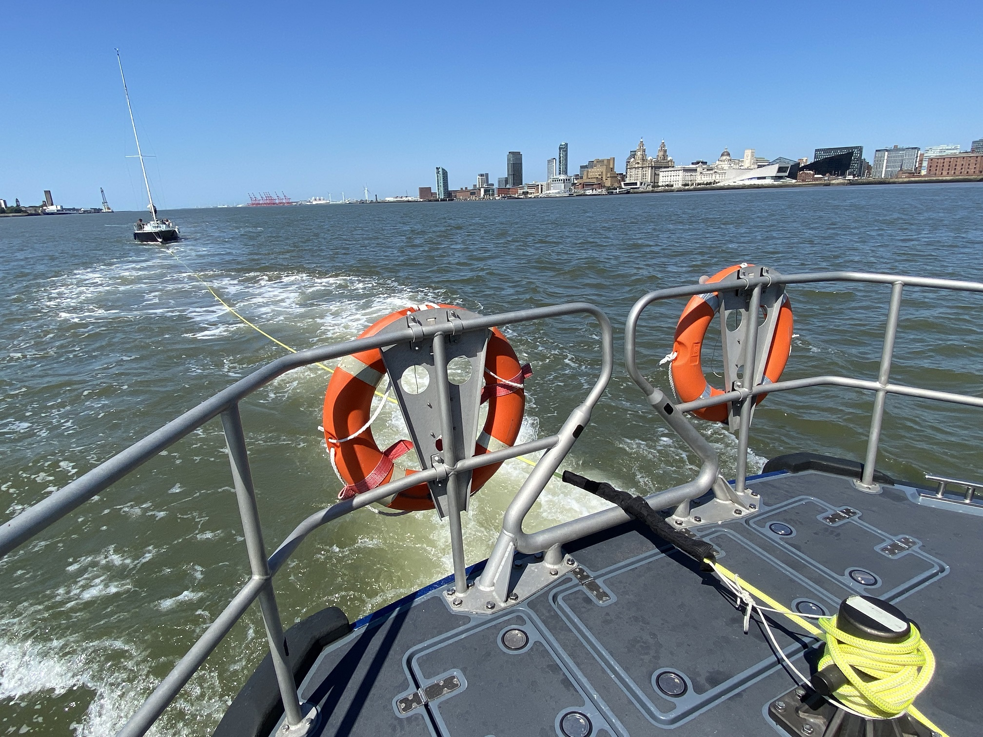 hoylake_rnli_lifeboat_tows_yacht_to_safety_after_mechanical_failure3